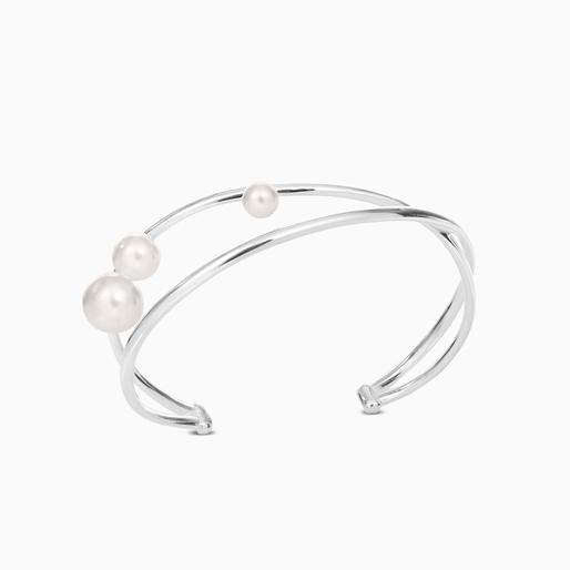 The Pearl Effect σταθερό βραχιόλι χειροπέδα από επαργυρωμένο ορείχαλκο και πέρλες με επικάλυψη λευκής πούδρας-