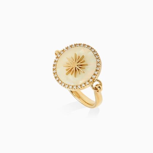 Celestial Glow ασημένιο 925° δαχτυλίδι με 18K κίτρινη επιχρύσωση, μοτίφ ήλιου με ιβουάρ ιριδίζον ακρυλικό και διάφανες κρυστάλλινες πέτρες-